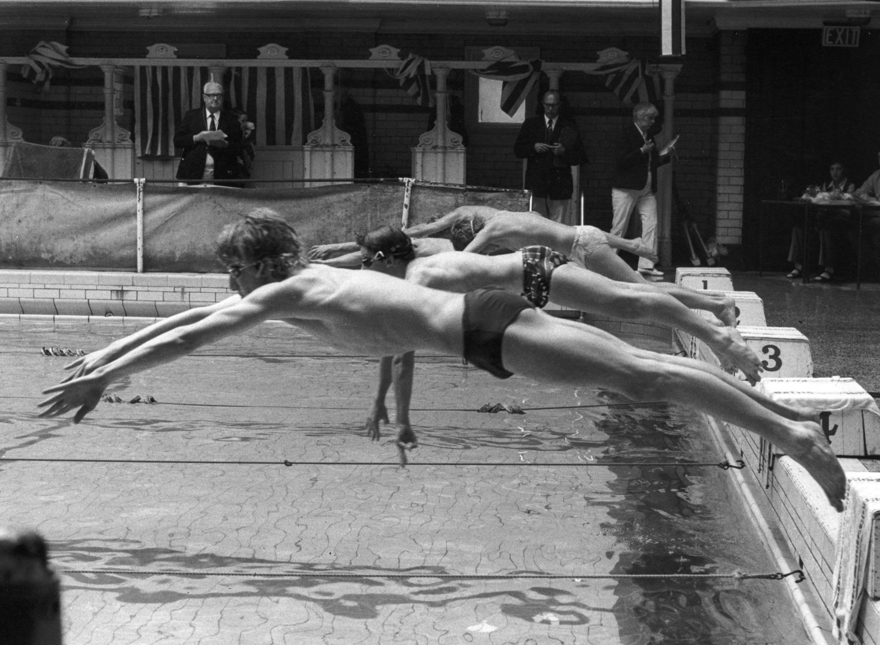 boys_diving
